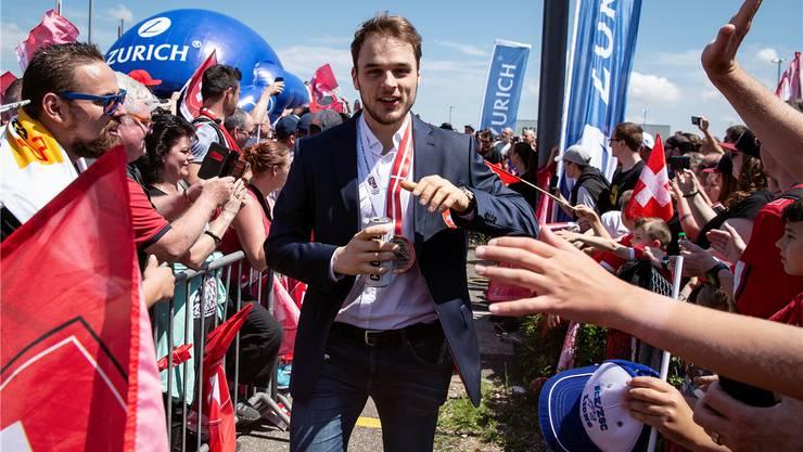 Zurück von der WM: Chris Baltisberger kommt am Flughafen Kloten an.