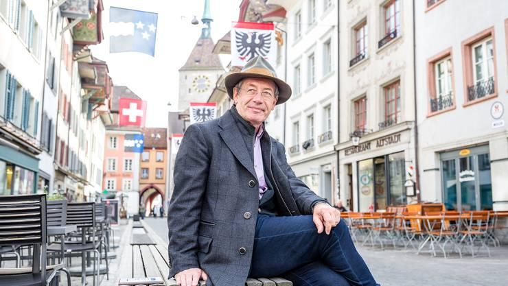 """Der Schauspieler Robert Hunger-Bühler inszeniert Hermann Burgers (bisher unveröffentlichten) Roman """"Lokalbericht"""" in der Tuchlaube in Aarau."""
