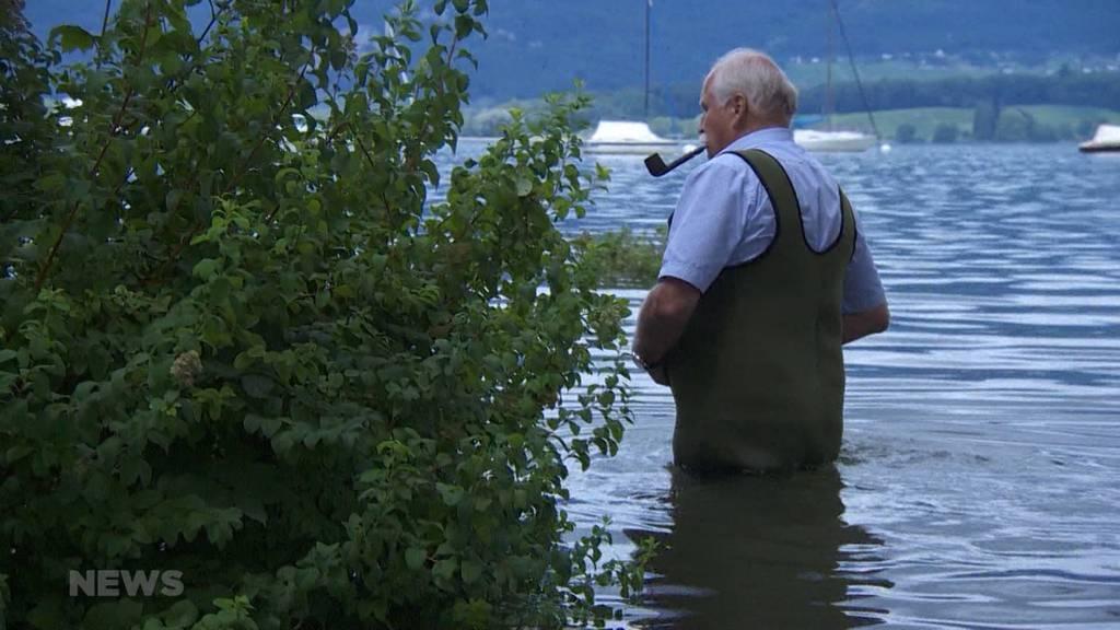 «Land unter» am Bielersee: In Lüscherz steht das Chalet von Peter Bill nicht mehr am, sondern im See