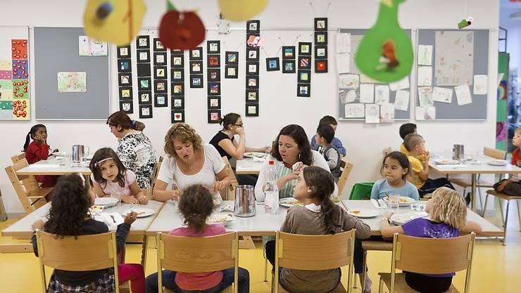 Aarau gehört zu den wenigen Gemeinden und Städten, die noch keine definitive Regelung der ausserschulischen Kinderbetreuung hat.