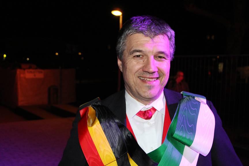 Der OK-Präsident Alex Zenhäusern ist zufrieden mit der Anzahl Besucher am Freitagabend und freut sich auf die weiteren Darbietungen am Samstag und Sonntag, die nochmals viele Zuschauer anziehen werden. (Bild: FM1Today/Noémie Bont)