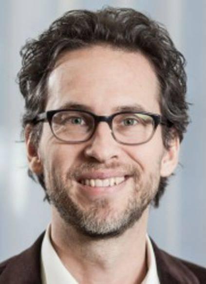 Der 45-Jährige ist geschäftsführender Partner beim Büro a&o in Bern, wo er als Organisationsberater und Coach tätig ist. Er ist studierter Arbeits- und Organisationspsychologe sowie Organisationsentwickler.
