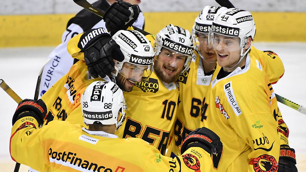 Der SC Bern jubelt in Davos - 4:3-Sieg nach Verlängerung
