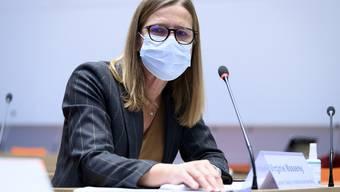 Virginie Masserey, Leiterin Sektion Infektionskontrolle und Impfprogramm BAG, spricht während einer Medienkonferenz des BAG ueber die Auslieferung und Verteilung des ersten in der Schweiz verfuegbaren Impfstoffs, nach dem Entscheid von Swissmedic zum Zulassungsgesuch des Corona-Impfstoffs von Pfizer Biontech, am Samstag