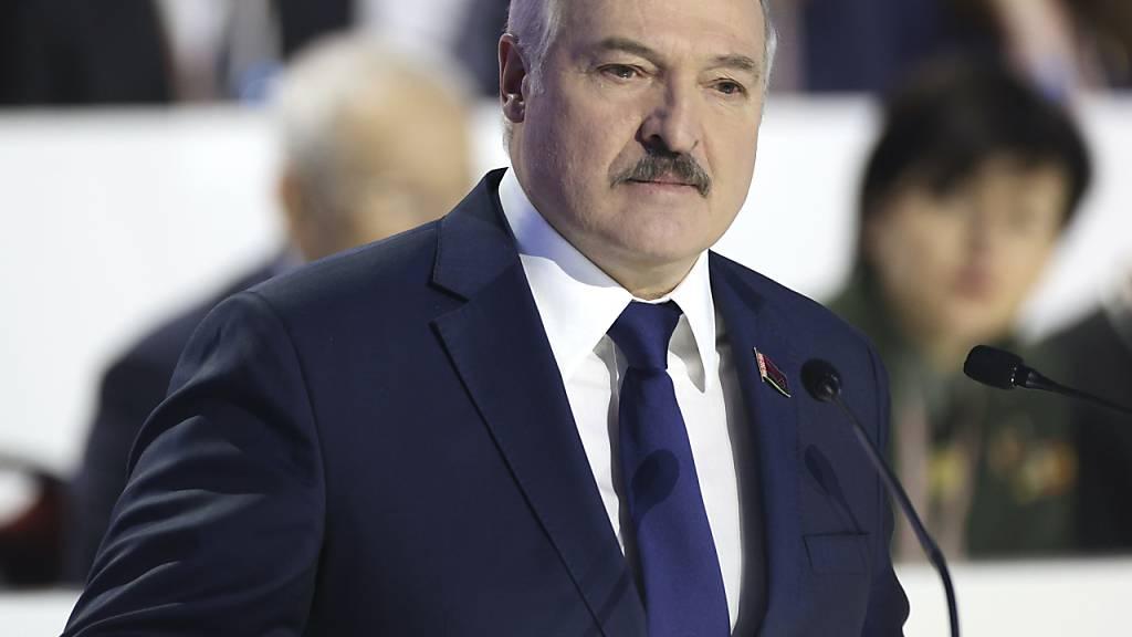 Alexander Lukaschenko hält eine Rede vor den Delegierten der belarussischen Volksversammlung. Foto: Pavel Orlovsky/POOL BelTa/AP/dpa