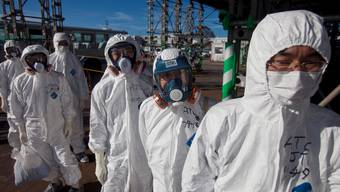 Arbeiter vor dem Fukushima-Reaktor im Herbst 2011.