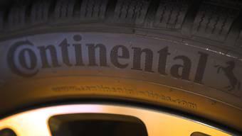 Der deutsche Autozulieferer Continental schickt wegen der Corona-Krise zehntausende Mitarbeiter in Kurzarbeit und kassiert seinen Ausblick. (Archiv)