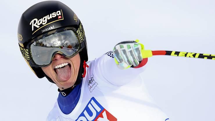 Die grosse Freude der Lara Gut nach der Zieldurchfahrt beim Super-G in Cortina