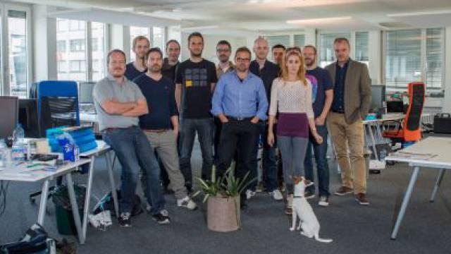 Hansi Voigt (ganz rechts) und sein Entwicklungsteam im «Watson»-Büro in Zürich West. Foto: Mathias Marx