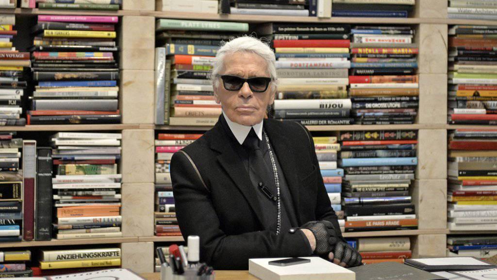 Karl Lagerfeld ist sich ziemlich sicher: Die verstorbene Designerkollegin Coco Chanel hätte sich an seiner Arbeit nicht erfreuen können (Archiv).