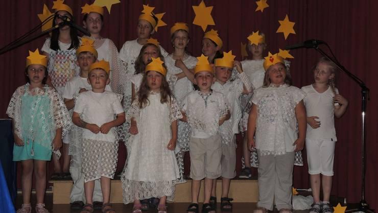 Kinderchor im Engelskleid: Die Kinder und Jugendlichen vom Kinderchor Eiken-Stein wussten mit ihrem Musical zu begeistern.