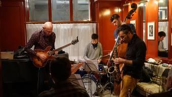 Letzte Saison begeisterte die Formation «Heavy Metal Rabbi» mit dem Bassisten Barry Guy das Jazz-Publikum im Badener «Isebähnli».