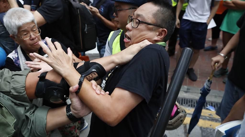 Polizei in Hongkong geht mit Tränengas gegen Demonstranten vor