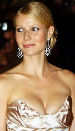 Paltrow lässt tief blicken an der Premiere vom «Sky Captain and The World of Tomorrow» in London (2004).