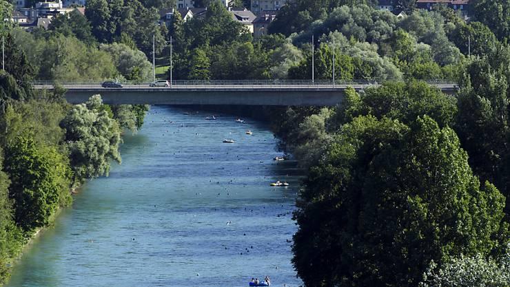 Die Aare in Bern lockt im Sommer viele Schwimmer und Bootfahrer an. Doch das Vergnügen im Wasser ist nicht ungefährlich.