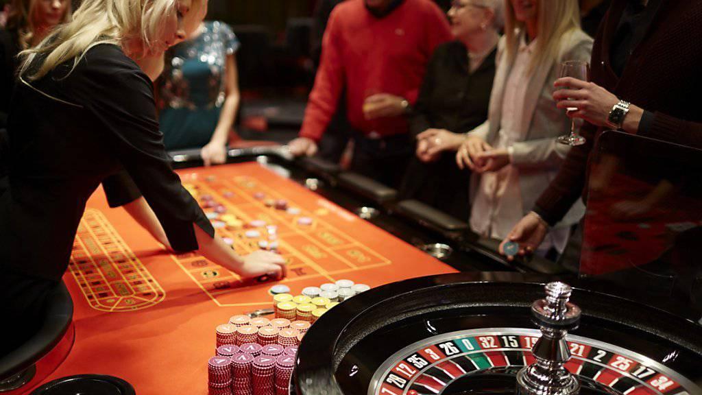 Der Ständerat will angeschlagenen Casino-Betrieben in touristischen Gebieten stärker unter die Arme greifen. (Symbolbild)