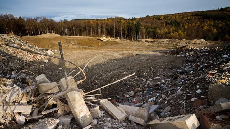 Die Bauschutt-Deponie Höli in Liestal ist schon in fünf Jahren voll, statt wie einst geplant Mitte Jahrhundert.