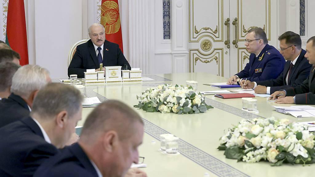 Belarus: Massenhafte Auflösung von Menschenrechtsorganisationen
