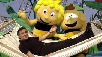 """Bald 20 Jahre her ist der Auftritt mit den Trickfilmfiguren """"Biene Maja"""" und """"Willi"""": Nun liegt Schlagersänger Karel Gott im Krankenhaus. (Archivbild)"""
