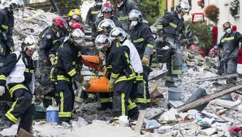 Rettungskräfte am Unglücksort in Rosny-sous-Bois