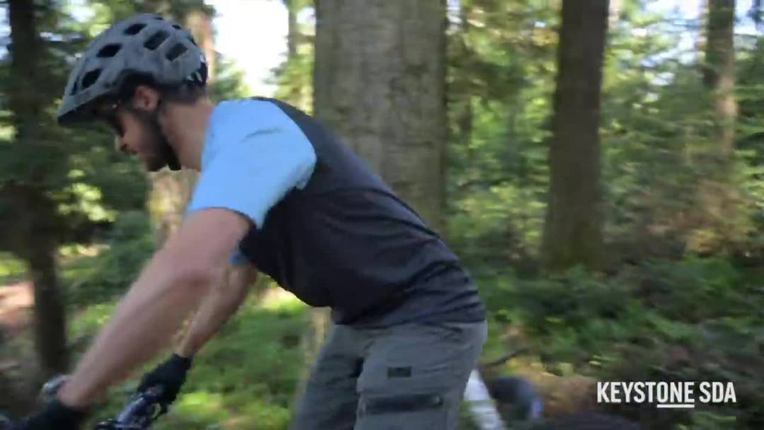 Auf dem falschen Bike unterwegs - Tom Lüthi fährt Mountainbike statt Motorrad