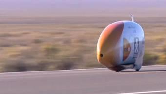 Ein Niederländer hat in den USA mit seinem Liegerad einen neuen Rekord aufgestellt: Er schaffte 133,78 Stundenkilometer. Um diese Geschwindigkeit zu erreichen, musste der Mann acht Kilometer Anlauf nehmen