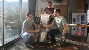 Sie brauen ihr eigenes Bier (im Bild noch der alte Standort): vlnr: Martin Egloff, Raphael Schäfer und Riccardo Steffen