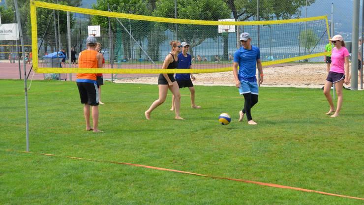 Volleyball-Training an schönster Lage am Lago Maggiore.