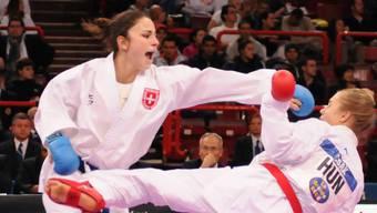 Der fünfte Schweizermeistertitel für Elena Quirici. Das Bild zeigt sie (links) im Oktober an der Karate-WM in Paris.
