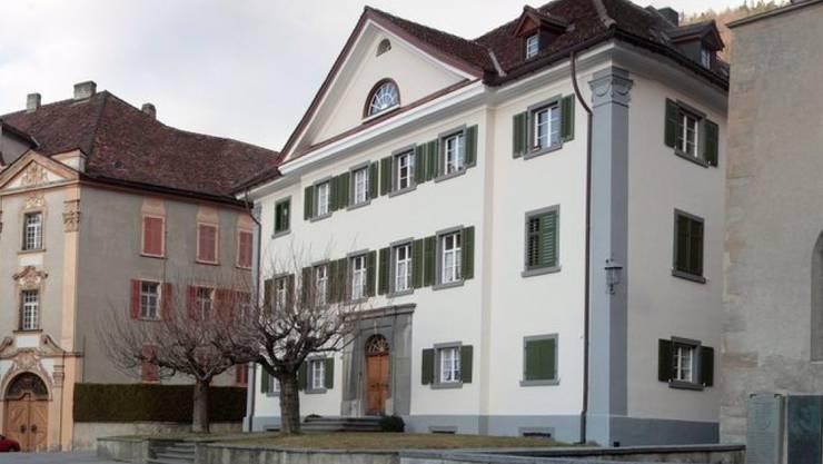 Der Churer Hof, Sitz des Churer Bischofs Huonder: Nebst der Urner und Bündner äussert sich nun auch die Schwyzer Regierung negativ zu einem Bistum Zürich