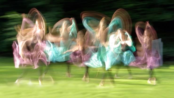 Märchenwelt und Poesie im Alltag: Laut den Farbexperten werden wir uns künftig neben einer Vielfalt an Grüntönen mit einer breiten Palette an schillernden Farbnuancen umgeben.Lise Nörgel/Photocase