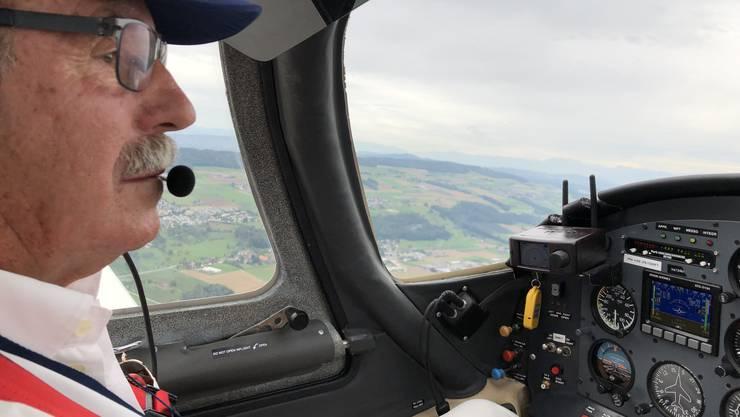 Werner Maag, Präsident der Experimental Aviation of Switzerland (EAS), fliegt in seiner selbst gebauten Express S90.
