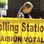 Vor einem Abstimmungslokal in Dublin.