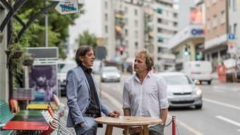 Pedro Lenz und Alex Capus vor der Galicia-Bar in Olten. Alessandro della Valle