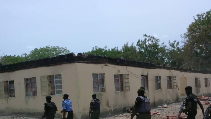 Boko-Haram-Kämpfer brennen ein Dorf nahe der Stadt Chibok zum zweiten mal innert zwei Jahren nieder. (Symbolbild)