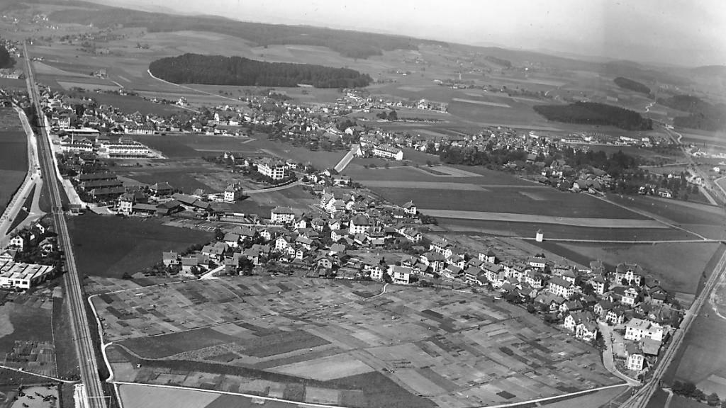 Grosse Landreserven im Westen der Stand Bern. Luftaufnahme von Bümpliz aus dem Jahre 1934.