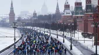 Mit dem Velo quer durch das winterliche Moskau: Mit dieser fröhlichen Parade wollten die Organisatoren zeigen, dass Velo fahren auch im Winter möglich ist.