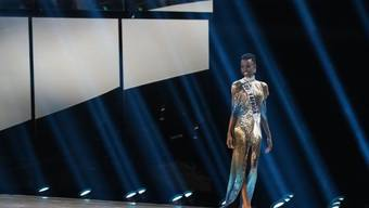 Zozibini Tunzi aus Südafrika ist Miss Universe 2019.