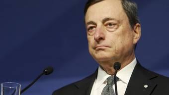 Lässt EZB-Chef Draghi Griechenland fallen?