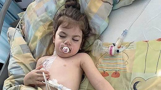 Seit ein paar Wochen liegt Eslem wieder im Kinderspital Zürich. Mutter Cidgem übernachtet immer bei ihrer Tochter