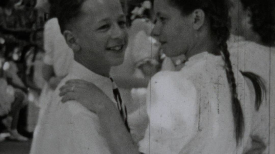 Waffen, Tänzchen und scheue Begegnungen: Wir zeigen einen Brugger Jugendfestfilm aus dem Jahr 1948