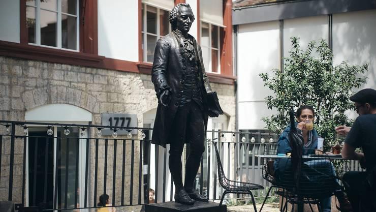 Isaak Iselin, zurückhaltend philanthropisch im Schmiedenhof.