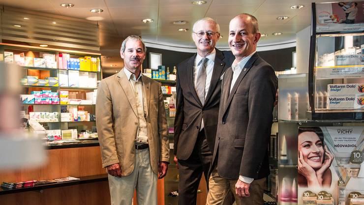 Von links: Komiteepräsident Ruedi Jost, Ernst Kistler und Apothekerpräsident Fabian Vaucher.