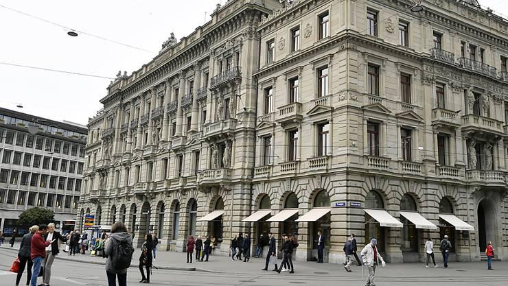 Die Aktien der beiden Schweizr Grossbanken kosten keine 10 Franken mehr: der Paradeplatz mit dem Hauptsitz der Credit Suisse im Bild (Archivbild).