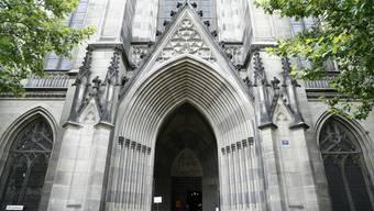 Die Namen der Verstorbenen werden in der Offenen Kirche Elisabethen vorgelesen.