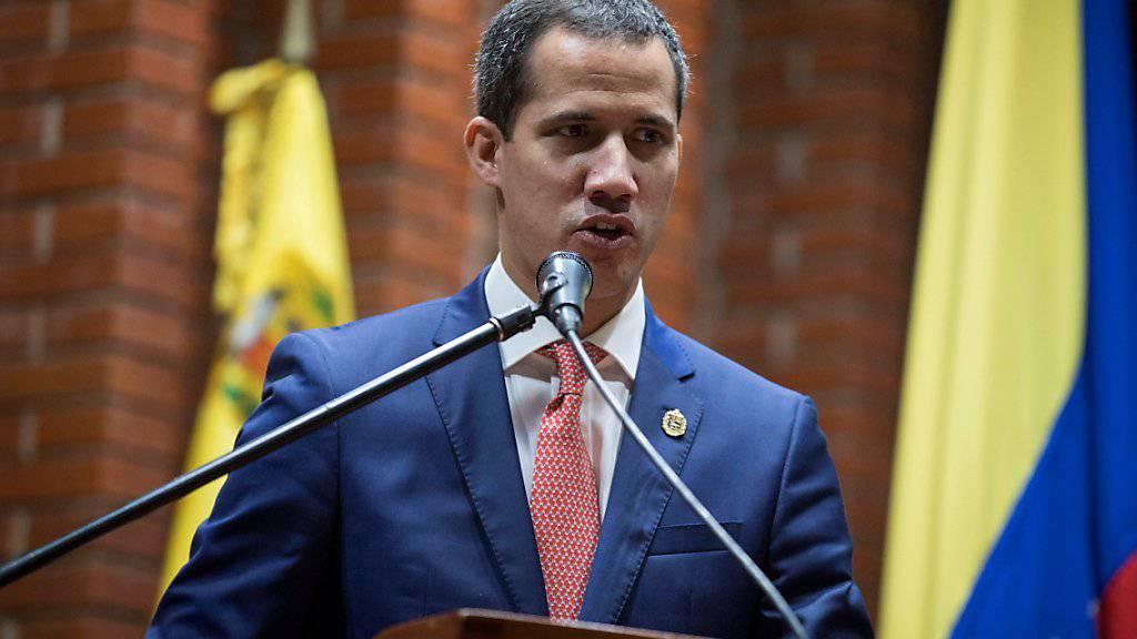 Die venezolanische Opposition um den selbst ernannten Interimspräsidenten Juan Guaidó sieht den von Norwegen eingefädelten Verhandlungsversuch mit dem Maduro-Regime skeptisch.