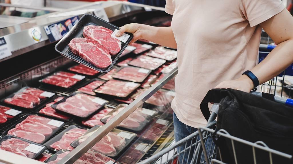 Wir sollen weniger Fleisch essen – findet der Bund