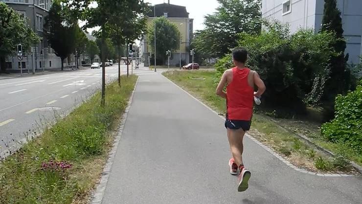 Ultramarathonläufer Eusebio Bochons läuft gegen Solothurn.