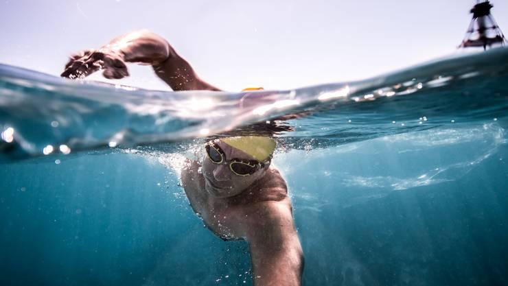 Schwimmen im Ozean ist etwas anderes als im geheizten Bassin.