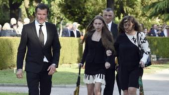 John Jürgens (links) kann seine Halbschwester Gloria Burda (Mitte) nicht verstehen: Sie gibt sich mit dem Testament ihres verstorbenen Vaters Udo Jürgens nicht zufrieden (Archiv).